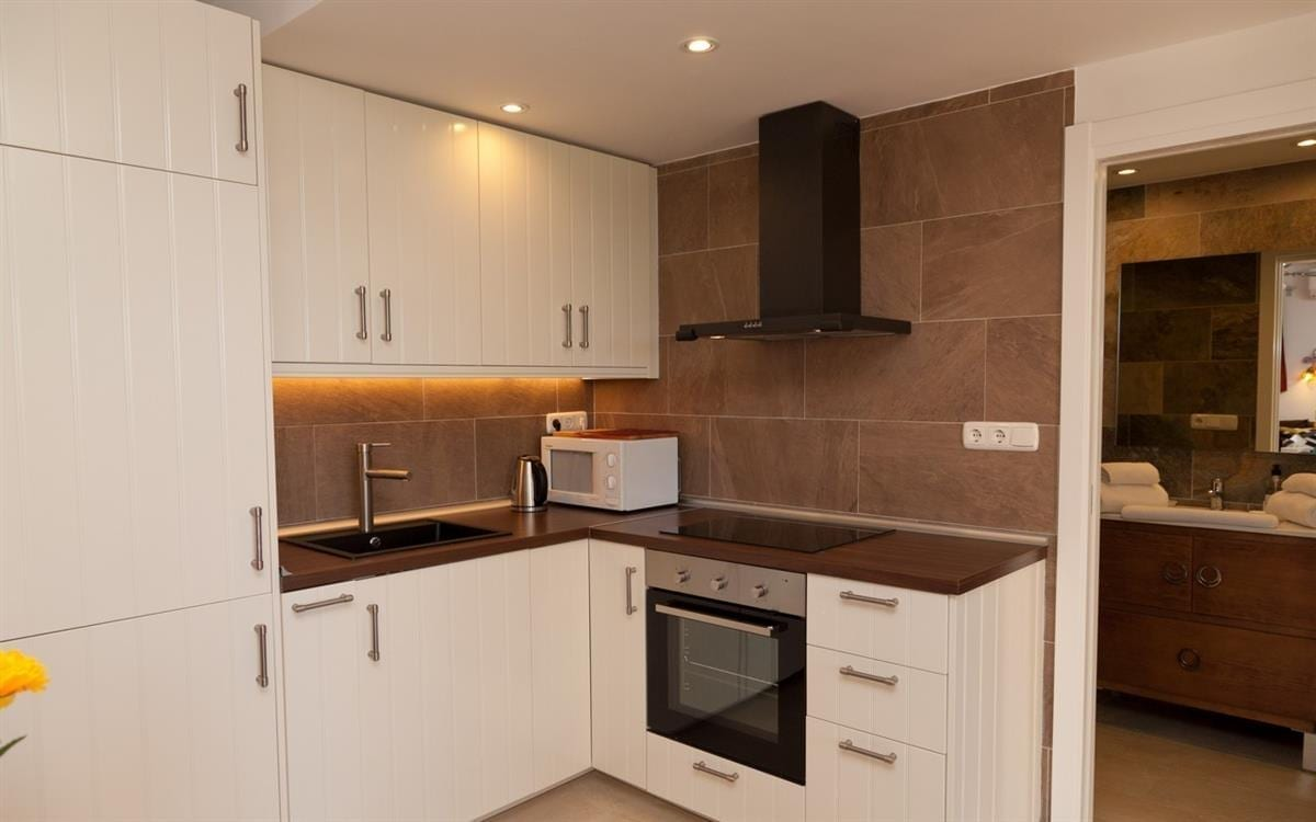CN129 Well equipped Kitchen with everything you need for a self catering holiday