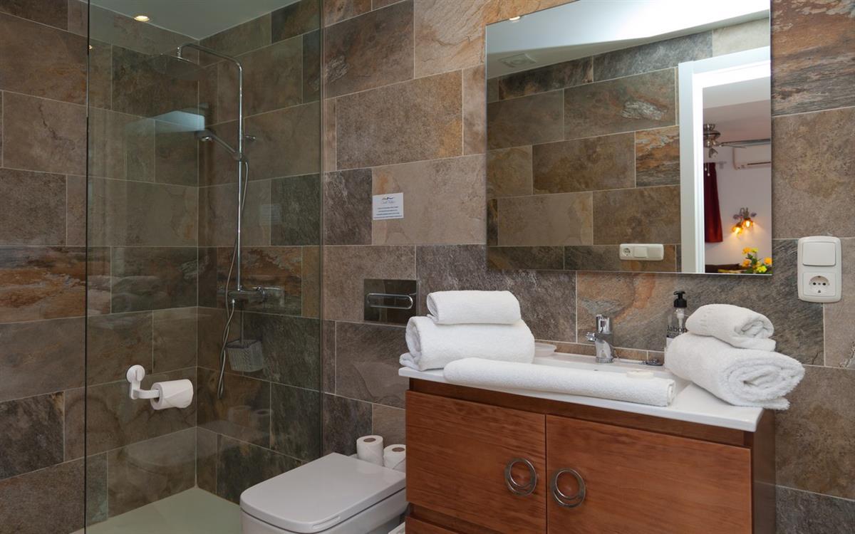 CN129 Fantastic modern shower room