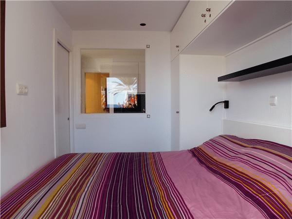 CN871 Bedroom with double bed jpg