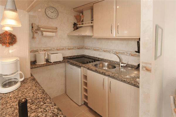 CN101 Well equiped kitchen jpg